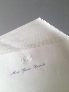 Carta intestata con rilievo a secco